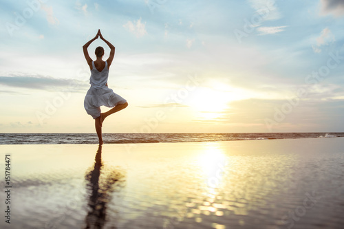 Foto op Canvas Ontspanning Yoga on the beach