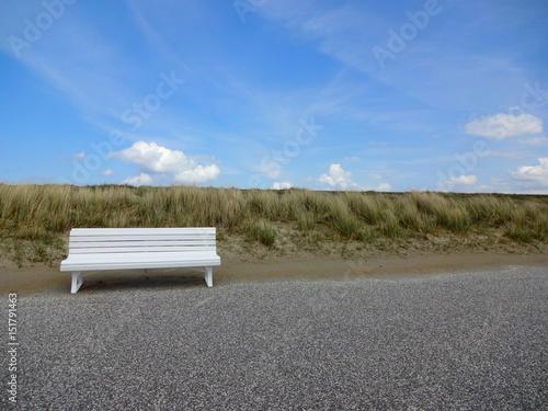 Fotografie, Obraz  Weisse Sitzbank auf Norderney