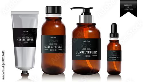 Fotografía  Realistic essential oil bottle and tube for cream