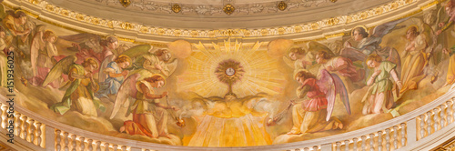 Cuadros en Lienzo  TURIN, ITALY - MARCH 15, 2017: The fresco of Eucharistic adoration of angels in cupola of church Basilica Maria Ausiliatrice by Giuseppe Rollini (1889 - 1891)