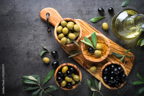 Foto op Aluminium Olijfboom Black and green olives. Top view.