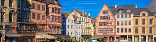 Obraz na plátne  Rouen, vieilles maisons de la place du vieux marché, Normandie