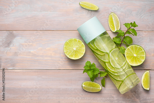 Fototapeta Detox Infused Water with Lime and Mint in Sports Bottle, with slices of lime