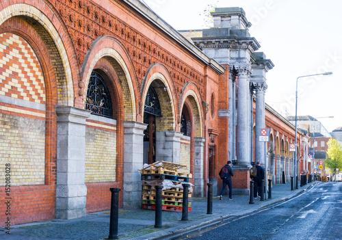Zdjęcie XXL DUBLIN IRLANDIA, Marzec, - 31, 2017: Tradycyjny antykwarski miasto budynek w Dublin Irlandia