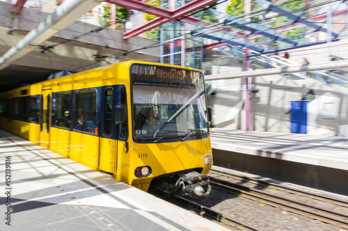 Keuken foto achterwand Spoorlijn Yellow Blurred Motion Subway Waiting Commute Transportation European City Urban