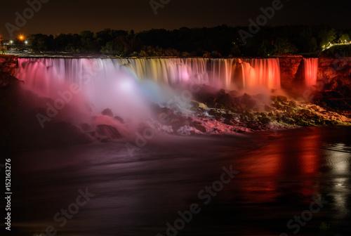 wodospad-niagara-w-srodku-nocy