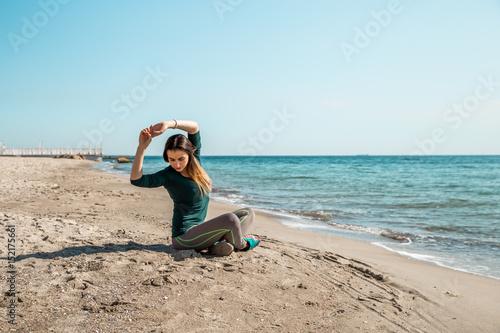 Foto op Aluminium Ontspanning Girl in sportswear fitness by the sea listening