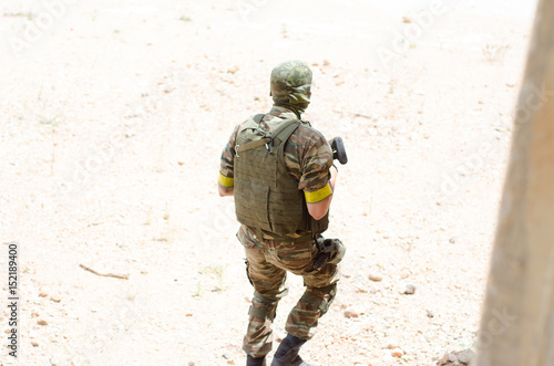 Soldier back view vest sunny day Fototapet