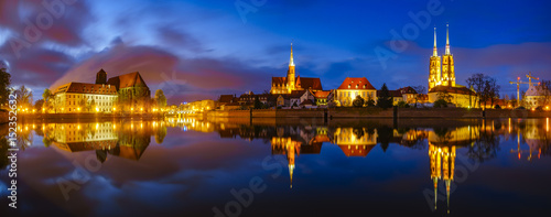 Fotografia Wroclaw, Poland- Panorama of the historic and historic part of the old town Ost