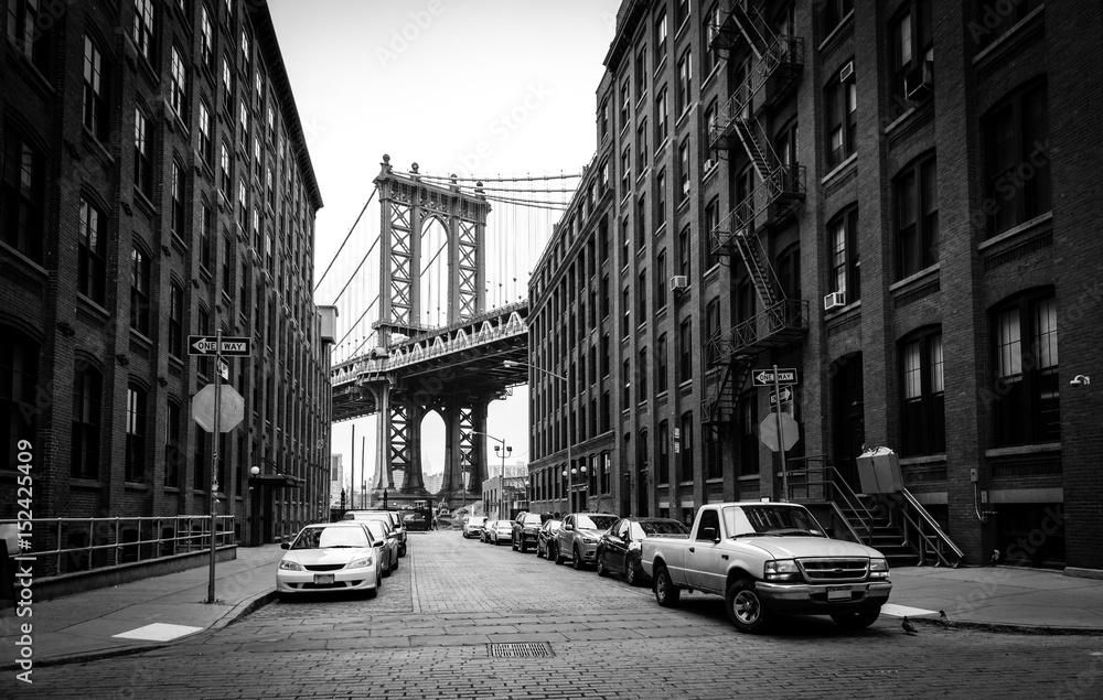 Fototapeta Manhattan Bridge, view from Washington street in Brooklyn, black and white, New York City, USA