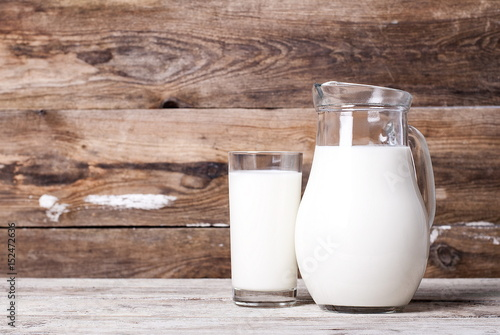 Fotografia, Obraz  Milk in a pitcher and a glass on an old table