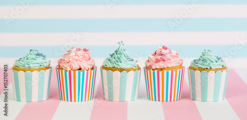 Photo  Cupcakes with pink, white and blue icing