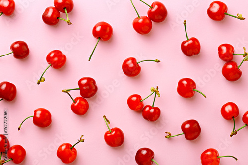 Montage in der Fensternische Kirschblüte Cherry pattern. Flat lay of cherries on a pink background.Top view