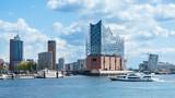 Hamburg, elbphilharmonie i nowoczesne budynki z rejsem łodzią do portu