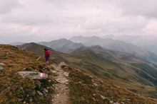 Wanderer Auf Dem Grenzweg Zwischen Italien Und Österreich Beim Toblacher Pfannhorn