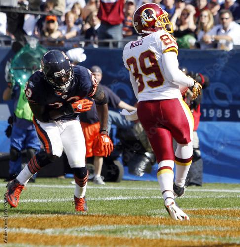 Washington Redskins wide receiver Moss catches a touchdown