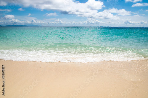 Foto auf Gartenposter Strand Front view Emerald Sea waves and sand beach