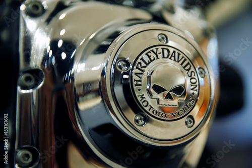 A Harley-Davidson engine housing is displayed in their head office in Singapore Fotobehang