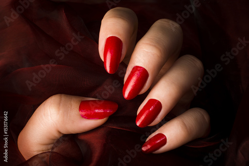 red nails Fototapeta
