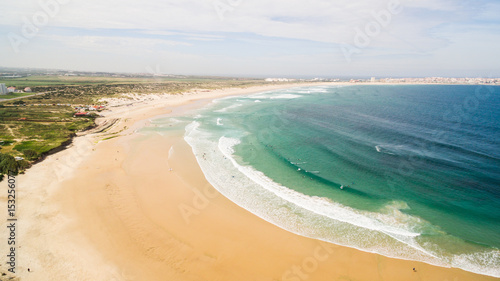 Photo Aerial view of surfing in Baleal near Peniche, Portugal.