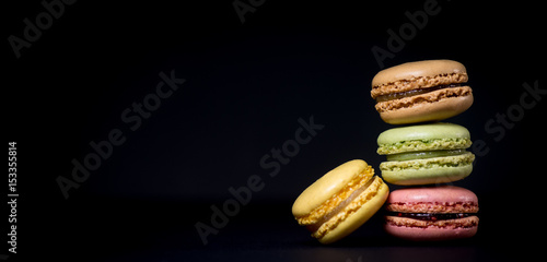 Poster Macarons Cake macaron or macaroon isolated on black background, sweet