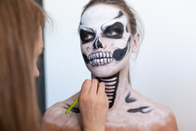 Make-up Artist Make The Girl H...