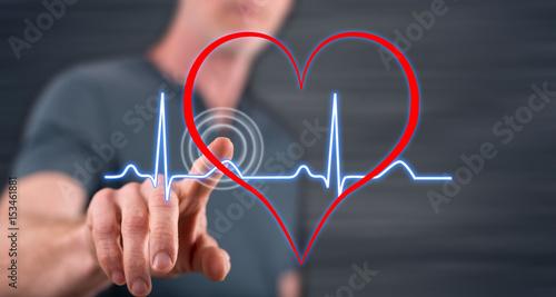 Plakat Człowiek dotykając serca bije wykres na ekranie dotykowym