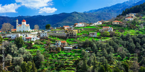 Foto auf Leinwand Gebirge beautiful traditional mountain village Lakki in Crete island. Greece