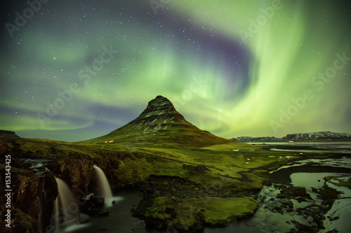 Poster Aurore polaire Northern Light Aurora borealis at Kirkjufell Iceland with fully start in the sky