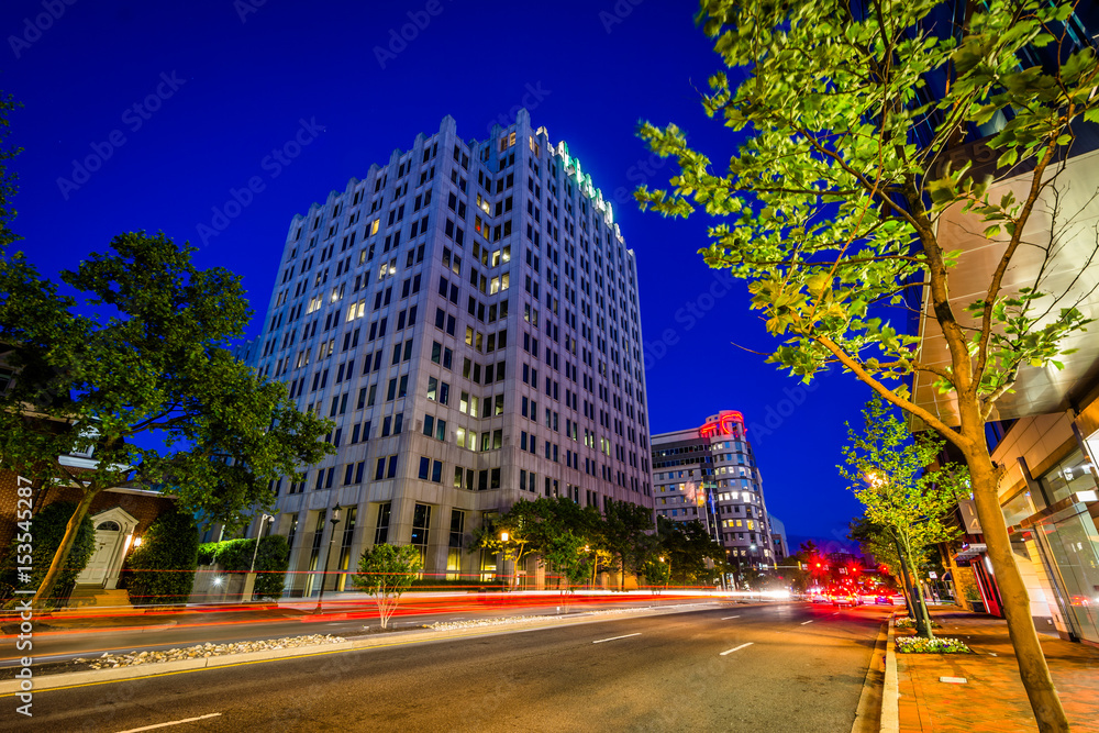 Fototapety, obrazy: Wisconsin Avenue at night, in downtown Bethesda, Maryland.