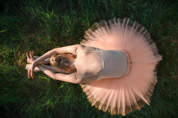 Fototapeta Taniec / Balet Young ballerina relaxing and meditating on the ground