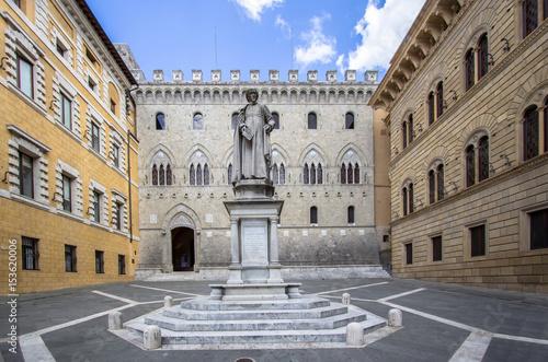 Fotografie, Obraz  Statue of Sallustio Bandini, Siena, Italy