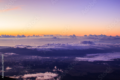 Staande foto Purper 富士山頂からご雲海と来光