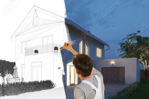 Maler beim Fassade streichen