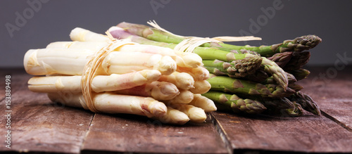 Photo Bunch of fresh white asparagus and green asparagus on table