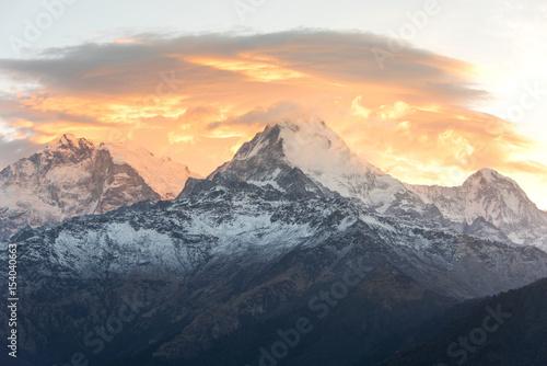 Fototapeta Wschód słońca nad Annapurną ze wzgórza Poon Hill. obraz