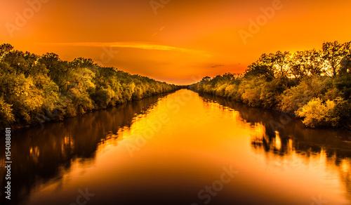 Spoed Fotobehang Oranje eclat River light path