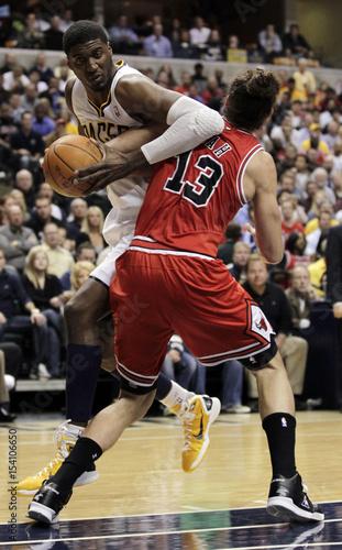 site réputé d9022 765d0 Indiana Pacers center Hibbert fouls Chicago Bulls center ...