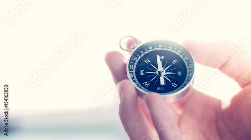 Fotografie, Obraz  Kompass in Männerhand, Breitbild