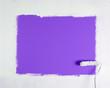 Farbige Tapete überstreichen