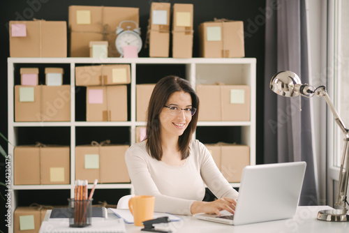 Fotografía  Young entrepreneur, business owner work at home, alpha generation life style