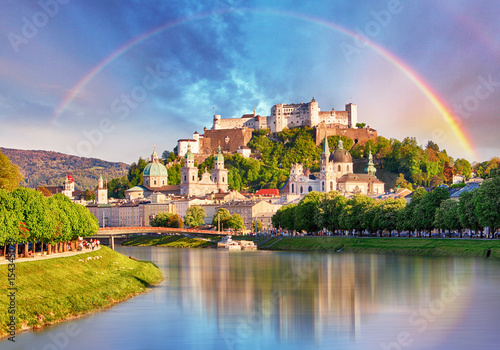 Deurstickers Kasteel Austria, Rainbow over Salzburg castle
