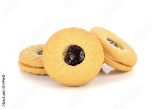 Fotografía  cookies with fruit jam isolated on white background