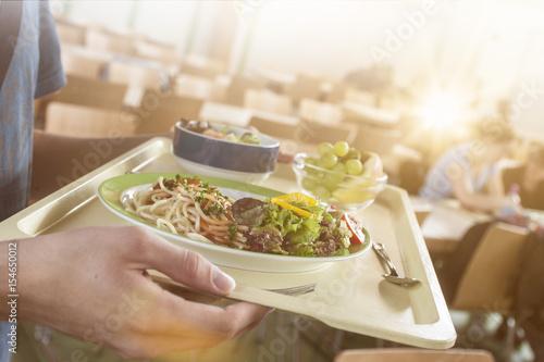 Fotografie, Obraz  Tablett mit essen in einer Mensa bze. Kantine
