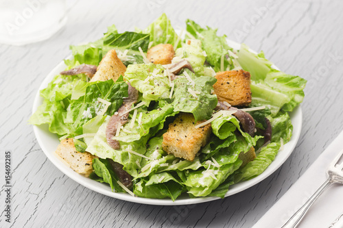 Fotografía Caesar Salad with Anchovies and Croutons