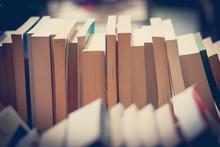 Bücherstapel, Flohmarkt