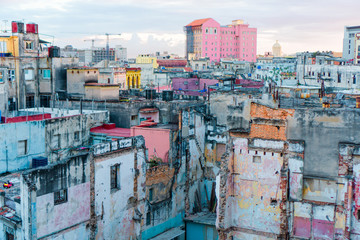 Fototapeta Miasta HAVANA, CUBA - APRIL 14, 2017: Authentic view of a abandoned house and street of Old Havana