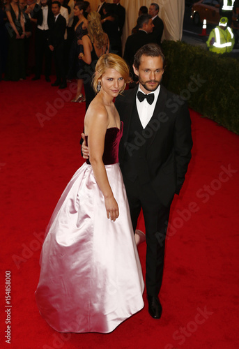 b8de125fe5f Actress Claire Danes and her husband Hugh Dancy arrive at the Metropolitan  Museum of Art Costume