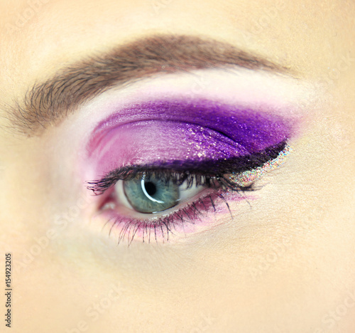 Foto op Plexiglas Beauty Female eye with fancy makeup, closeup
