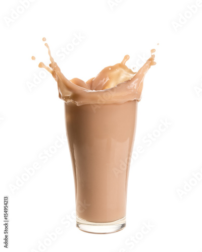 Foto auf AluDibond Milch / Milchshake Splash of chocolate milk from the glass on isolated white background.